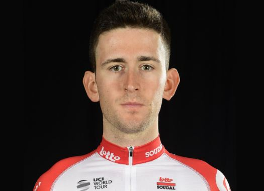 Tiesj Benoot suffers bruises and a cracked collarbone in crash against Jumbo-Visma's car